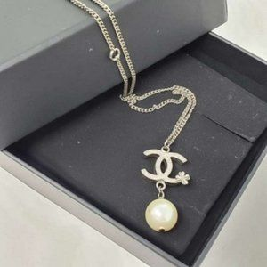 Authentic Chanel CC Metal with Pearl Necklace